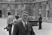 Roger-Viollet | 1152875 | Robert Boulin (1920-1979), homme politique et ministre français. | © Jacques Cuinières / Roger-Viollet