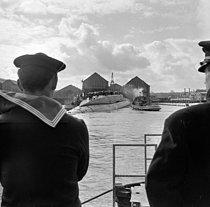 Roger-Viollet | 1154569 | Lancement du premier sous-marin atomique français  Le Redoutable . Cherbourg (Manche), 29 mars 1967. | © Jacques Cuinières / Roger-Viollet