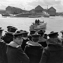 Roger-Viollet | 1154585 | Lancement du premier sous-marin atomique français  Le Redoutable . Cherbourg (Manche), 29 mars 1967. | © Jacques Cuinières / Roger-Viollet