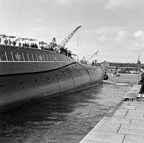 Roger-Viollet | 1154586 | Lancement du premier sous-marin atomique français  Le Redoutable . Cherbourg (Manche), 29 mars 1967. | © Jacques Cuinières / Roger-Viollet