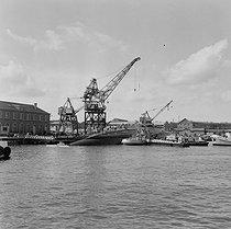 Roger-Viollet | 1154587 | Lancement du premier sous-marin atomique français  Le Redoutable . Cherbourg (Manche), 29 mars 1967. | © Jacques Cuinières / Roger-Viollet