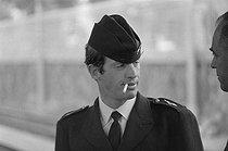 Roger-Viollet   1198324   Jean-Paul Belmondo (1933-2021), French actor, on the set of  L'Homme de Rio , film by Philippe de Broca, on August 3rd, 1963. Bibliothèque historique de la Ville de Paris.   © BHVP / Roger-Viollet