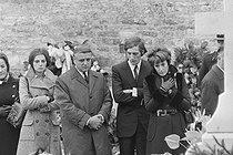 Roger-Viollet | 1244563 | Charlet, Bernard (1936-….)|Masset, Jean-Pierre (1944-....) |Boissay, Jacques (1937-....). Bernard Charlet (photographe), Jean-Pierre Masset (photographe), Jacques Boissay (photographe). [Décès de Gaulle] Colombey-les-Deux-Églises [sortie de la messe]. 8. Gaulle, Charles de (1890-1970). acétate de cellulose. 22 novembre 1970. Bibliothèque historique de la Ville de Paris. | © Boissay & Charlet / Fonds France-Soir / BHVP / Roger-Viollet