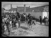 Roger-Viollet | 1309581 | The Breton festivities of the cormorants in Kérity, neighbourhood of the city of Penmarc'h (Finistère, France). Monday 8 August 1921. Photograph from the French newspaper  Excelsior . | © Excelsior - L'Equipe / Roger-Viollet