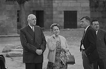 Roger-Viollet | 1349977 | General Charles de Gaulle (1890-1970) and his wife Yvonne (1900-1979). Cambados (Spain), on June 6, 1970. Photograph by Bernard Charlet, from the collections of the French newspaper  France-Soir . Bibliothèque historique de la Ville de Paris. | © Bernard Charlet / Fonds France-Soir / BHVP / Roger-Viollet
