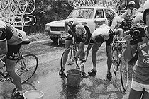 Roger-Viollet | 1350798 | Tour de France 1976. 2nd stage from Angers to Caen, on June 26, 1976. Heat wave : the racing cyclists refreshing themselves. Photograph by Bernard Charlet, from the collections of the French newspaper  France-Soir . Bibliothèque historique de la Ville de Paris. | © Bernard Charlet / Fonds France-Soir / BHVP / Roger-Viollet