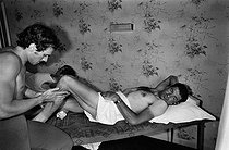 Roger-Viollet   1353524   Tour de France 1976. Raymond Poulidor (1936-2019), French racing cyclist, having a massage on his rest day, on July 2nd, 1976. Photograph by Bernard Charlet, from the collections of the French newspaper  France-Soir . Bibliothèque historique de la Ville de Paris.   © Bernard Charlet / Fonds France-Soir / BHVP / Roger-Viollet