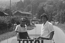 Roger-Viollet | 1358203 | Tour de France 1985. 11th stage from Pontarlier - Morzine-Avoriaz, on July 9, 1985. Bernard Tapie (born in 1943), French politician, aboard a car. Photograph by Bernard Charlet, from the collections of the French newspaper  France-Soir . Bibliothèque historique de la Ville de Paris. | © Bernard Charlet / Fonds France-Soir / BHVP / Roger-Viollet
