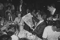 Roger-Viollet | 1363230 | Tour de France 1986. Bernard Tapie (born in 1943), French politician, reading the front page of the French newspaper  France-Soir , the day after the victory of Greg LeMond (born in 1961), American racing cyclist. Paris, on July 28, 1986. Photograph by Bernard Charlet, from the collections of the French newspaper  France-Soir . Bibliothèque historique de la Ville de Paris. | © Bernard Charlet / Fonds France-Soir / BHVP / Roger-Viollet