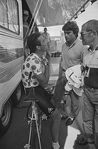 Roger-Viollet | 1363422 | Tour de France 1986. Time trial during the 20th stage at Saint-Etienne, on July 24, 1986. Bernard Hinault (born in 1954), French racing cyclist, and Bernard Tapie (born in 1943), French politician. Photograph by Bernard Charlet, from the collections of the French newspaper  France-Soir . Bibliothèque historique de la Ville de Paris. | © Bernard Charlet / Fonds France-Soir / BHVP / Roger-Viollet