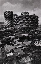 Roger-Viollet | 1372358 | Construction des immeubles les  choux de Créteil  sur une ancienne zone maraichère | © Léon Claude Vénézia / Roger-Viollet