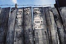 Roger-Viollet | 1372360 | Belleville district. Construction hoarding and torn posters. Paris (XIXth-XXth arrondissements), 1968-1975. Photograph by François-Xavier Bouchart (1946-1993). Paris, musée Carnavalet. | © François-Xavier Bouchart / Musée Carnavalet / Roger-Viollet