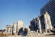 Roger-Viollet | 1372368 | Belleville district. Wasteland on the place des Fêtes. Paris (XIXth arrondissement), 1968-1975. Photograph by François-Xavier Bouchart (1946-1993). Paris, musée Carnavalet. | © François-Xavier Bouchart / Musée Carnavalet / Roger-Viollet