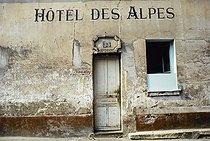 Roger-Viollet | 1372382 | Belleville district. Facade of the Hôtel des Alpes. Paris (XIXth-XXth arrondissements), 1968-1975. Photograph by François-Xavier Bouchart (1946-1993). Paris, musée Carnavalet. | © François-Xavier Bouchart / Musée Carnavalet / Roger-Viollet