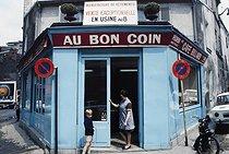 Roger-Viollet | 1372413 | Belleville district. Front view of the café  Au Bon Coin , at the corner of the rue Pixerécourt and the rue Duée. Paris (XXth arrondissement), 1968-1975. Photograph by François-Xavier Bouchart (1946-1993). Paris, musée Carnavalet. | © François-Xavier Bouchart / Musée Carnavalet / Roger-Viollet