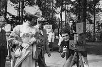 Roger-Viollet   1375932   Claude Lelouch (born in 1937), French film director, with his collector movie camera and the actors Judith Magre (born in 1926) and Charles Denner (1926-1995). First day of shooting of the film  A Paris Porte Dauphine . Paris, 2 September 1973. Photograph by André Perlstein (born in 1942).   © André Perlstein / Roger-Viollet