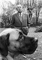 Roger-Viollet | 1375941 | Marcel Carné (1906-1996), French film director and scriptwriter in his property in Clamart (Hauts-de-Seine, France), 4 November 1970. Photograph by André Perlstein (born in 1942). | © André Perlstein / Roger-Viollet