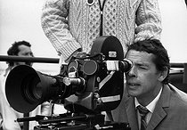 Roger-Viollet | 1376073 | Jacques Brel (1929-1978), Belgian singer-songwriter and actor. Shooting of his film  Franz . Blankenberg (Belgium), 9 June 1971. Photograph by André Perlstein (born in 1942). | © André Perlstein / Roger-Viollet