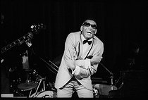 Roger-Viollet | 1376251 | Ray Charles (1930-2004), American singer, composer and pianist, blind at the age of 7, his jazz, gospel, blues, country and rhythm and blues songs made him the first Afro-American voice. Here during a concert, at the Salle Pleyel. Paris (VIIIth arrondissement), 7 October 1969. Photograph by André Perlstein (born in 1942). | © André Perlstein / Roger-Viollet