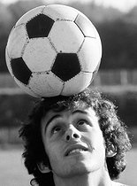 Roger-Viollet | 1376479 | Michel Platini (born in 1955), French soccer player then manager and administator, on March 30, 1977. Photograph by André Perlstein (born in 1942). | © André Perlstein / Roger-Viollet