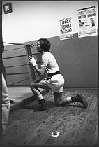 Roger-Viollet | 1376849 | Jean-Claude Bouttier (born in 1944), French boxer, Europe champion EBU middle weight (1971 and 1974), training in the Bretonnel sports hall. 72 boxing matches : 64 victories (43ko) - 1 tie - 7 losses. Popular thanks to his à heroic lost matches against Carlos Monzon (1942-1995), Argentinian boxer.He played in the film :  Les Uns et les Autres  by Claude Lelouch (1981). Specialist on Canal+. Paris, 22 November 1971. Photograph for the French magazine  L'Express  by André Perlstein (born in 1942) | © André Perlstein / Roger-Viollet