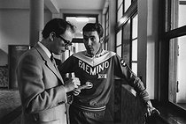 Roger-Viollet   1378090   Jean-François Kahn (born in 1938), French journalist, and Eddy Merckx (born in 1945), Belgian cyclist during the Tour de France. France, 1970. Photograph by André Perlstein (born in 1942).   © André Perlstein / Roger-Viollet