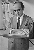 Roger-Viollet | 1379736 | Oscar Niemeyer (1907-2012), Brazilian architect and designer, presenting the model of the future French Communist Party building, 29th November 1966. Photograph by André Aveline (born in 1905), from the collections of the French newspaper  France-Soir.  Bibliothèque historique de la Ville de Paris. | © Aveline, André / Fonds France-Soir / BHVP / Roger-Viollet