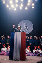 Roger-Viollet | 1382132 | François Mitterrand (1916-1996), French politician, during his presidential campaign. Toulouse (France), December 1965. | © Jean-Régis Roustan / Roger-Viollet