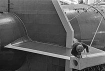 Roger-Viollet | 1384720 | Construction du premier sous-marin atomique français  Le Redoutable  sous-marin nucléaire lanceur d'engins (SNLE) à Cherbourg (Manche), 20 mars 1967. Photographie de Claude Poensin-Burat. Fonds France Soir. Bibliothèque historique de la Ville de Paris. | © Poensin-Burat, Claude / Fonds France-Soir / BHVP / Roger-Viollet
